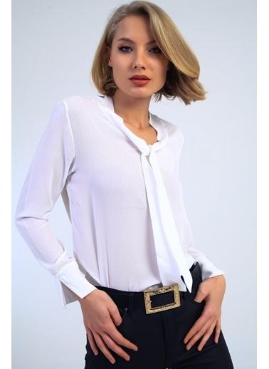 Emjey Önü Bağlamalı Kolları Manşetli Gömlek Beyaz